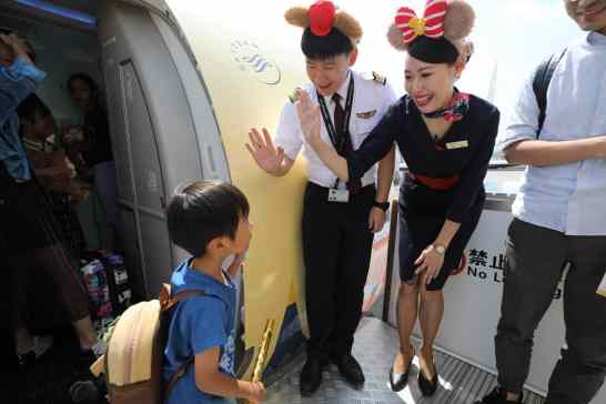 Shanghai Disney Resort Duffy Month China Eastern Airlines-11