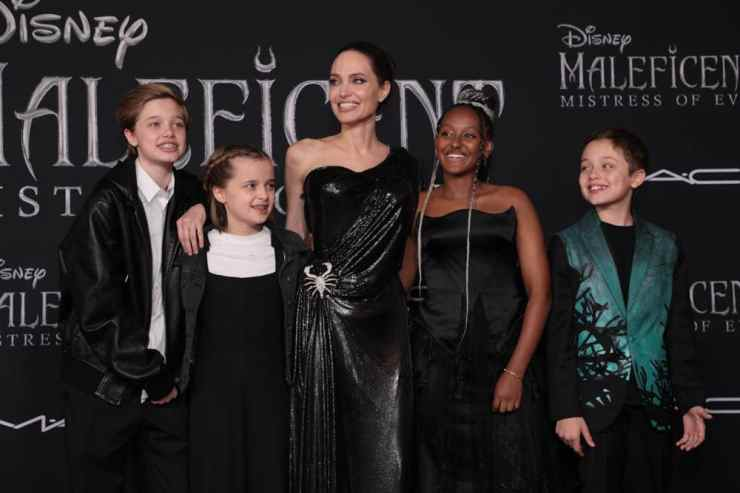 """Shiloh Jolie-Pitt, Vivienne Jolie-Pitt, Angelina Jolie, Zahara Jolie-Pitt and Knox Jolie-Pitt attend the World Premiere of Disney's """"Maleficent: Mistress of Evil"""" at the El Capitan Theatre in Hollywood, CA on September 30, 2019 (photo: Alex J. Berliner/ABImages)"""