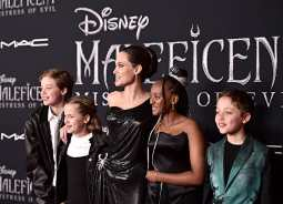 "HOLLYWOOD, CALIFORNIA - SEPTEMBER 30: (L-R) Shiloh Nouvel Jolie-Pitt, Vivienne Marcheline Jolie-Pitt, Actor Angelina Jolie, Zahara Marley Jolie-Pitt, and Knox Léon Jolie-Pitt attend the World Premiere of Disney's ""Maleficent: Mistress of Evil"" at the El Capitan Theatre on September 30, 2019 in Hollywood, California. (Photo by Alberto E. Rodriguez/Getty Images for Disney)"