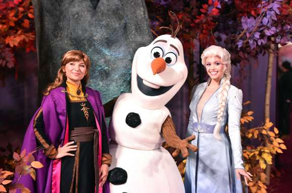 "HOLLYWOOD, CALIFORNIA - NOVEMBER 07: (L-R) Anna, Olaf, and Elsa attend the world premiere of Disney's ""Frozen 2"" at Hollywood's Dolby Theatre on Thursday, November 7, 2019 in Hollywood, California. (Photo by Alberto E. Rodriguez/Getty Images for Disney)"