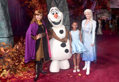 "HOLLYWOOD, CALIFORNIA - NOVEMBER 07: (L-R) Anna, Olaf, Faithe C. Herman, and Elsa attend the world premiere of Disney's ""Frozen 2"" at Hollywood's Dolby Theatre on Thursday, November 7, 2019 in Hollywood, California. (Photo by Alberto E. Rodriguez/Getty Images for Disney)"