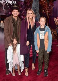 """HOLLYWOOD, CALIFORNIA - NOVEMBER 07: (L-R) Evan Ross, Jagger Snow Ross, Ashlee Simpson, and Bronx Wentz attend the world premiere of Disney's """"Frozen 2"""" at Hollywood's Dolby Theatre on Thursday, November 7, 2019 in Hollywood, California. (Photo by Alberto E. Rodriguez/Getty Images for Disney)"""