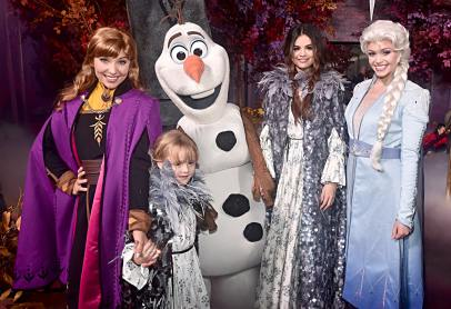 "HOLLYWOOD, CALIFORNIA - NOVEMBER 07: (L-R) Anna, guest, Olaf, Selena Gomez, and Elsa attend the world premiere of Disney's ""Frozen 2"" at Hollywood's Dolby Theatre on Thursday, November 7, 2019 in Hollywood, California. (Photo by Alberto E. Rodriguez/Getty Images for Disney)"