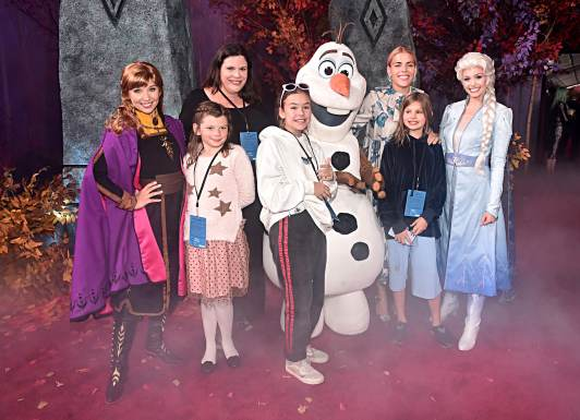 """HOLLYWOOD, CALIFORNIA - NOVEMBER 07: Anna, Olaf, Elsa, Busy Philipps and guests attend the world premiere of Disney's """"Frozen 2"""" at Hollywood's Dolby Theatre on Thursday, November 7, 2019 in Hollywood, California. (Photo by Alberto E. Rodriguez/Getty Images for Disney)"""