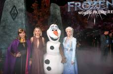 """HOLLYWOOD, CALIFORNIA - NOVEMBER 07: (L-R) Anna, Actress Kristen Bell, Olaf, and Elsa attend the world premiere of Disney's """"Frozen 2"""" at Hollywood's Dolby Theatre on Thursday, November 7, 2019 in Hollywood, California. (Photo by Alberto E. Rodriguez/Getty Images for Disney)"""