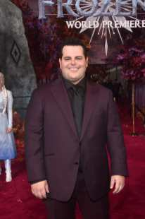 "HOLLYWOOD, CALIFORNIA - NOVEMBER 07: Actor Josh Gad attends the world premiere of Disney's ""Frozen 2"" at Hollywood's Dolby Theatre on Thursday, November 7, 2019 in Hollywood, California. (Photo by Alberto E. Rodriguez/Getty Images for Disney)"