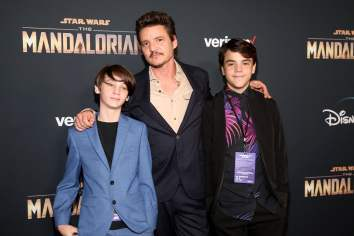 "HOLLYWOOD, CALIFORNIA - NOVEMBER 13: Pedro Pascal (C) and guests arrive at the premiere of Lucasfilm's first-ever, live-action series, ""The Mandalorian,"" at the El Capitan Theatre in Hollywood, Calif. on November 13, 2019. ""The Mandalorian"" streams exclusively on Disney+. (Photo by Jesse Grant/Getty Images for Disney)"