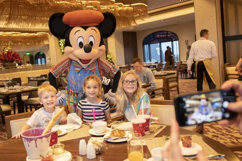 At Topolino's Terrace guests can enjoy Breakfast à la Art with Mickey & Friends, a prix-fixe Disney character dining experience that celebrates the creativity in all of us. (Preston Mack, photographer)