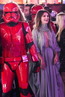 """LONDON, ENGLAND - DECEMBER 18: Keri Russell attends the European premiere of """"Star Wars: The Rise of Skywalker"""" at Cineworld Leicester Square on December 18, 2019 in London, England. (Photo by Gareth Cattermole/Getty Images for Disney)"""