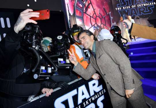 """LONDON, ENGLAND - DECEMBER 18: Oscar Isaac attends the European premiere of """"Star Wars: The Rise of Skywalker"""" at Cineworld Leicester Square on December 18, 2019 in London, England. (Photo by Gareth Cattermole/Getty Images for Disney)"""