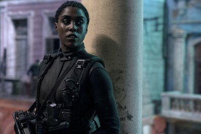 B25_08653_RC2 Nomi (Lashana Lynch) is ready for action in Cuba in NO TIME TO DIE, a DANJAQ and Metro Goldwyn Mayer Pictures film. Credit: Nicola Dove © 2019 DANJAQ, LLC AND MGM. ALL RIGHTS RESERVED.