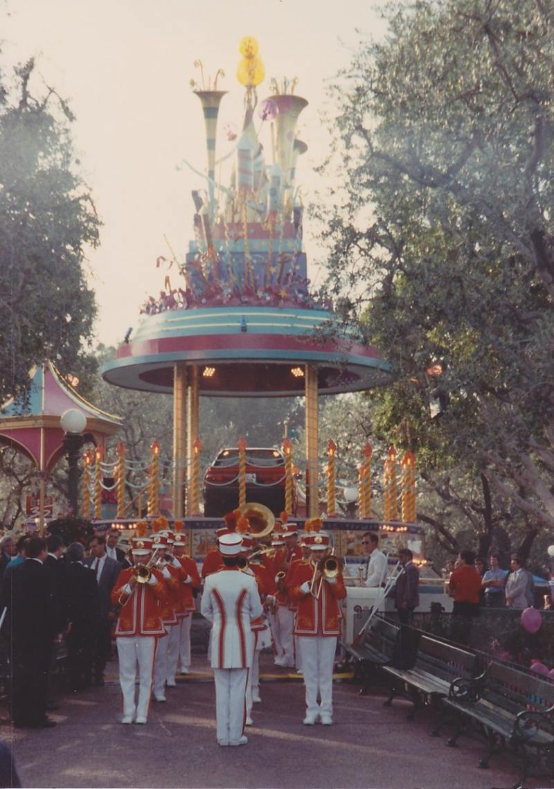 With a fanfare from the Disneyland band, the Dream Machine reveals a brand new Chevrolet GEO!