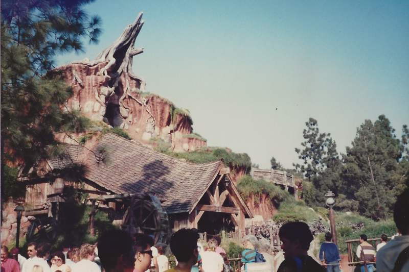 How Splash Mountain looked during the opening year