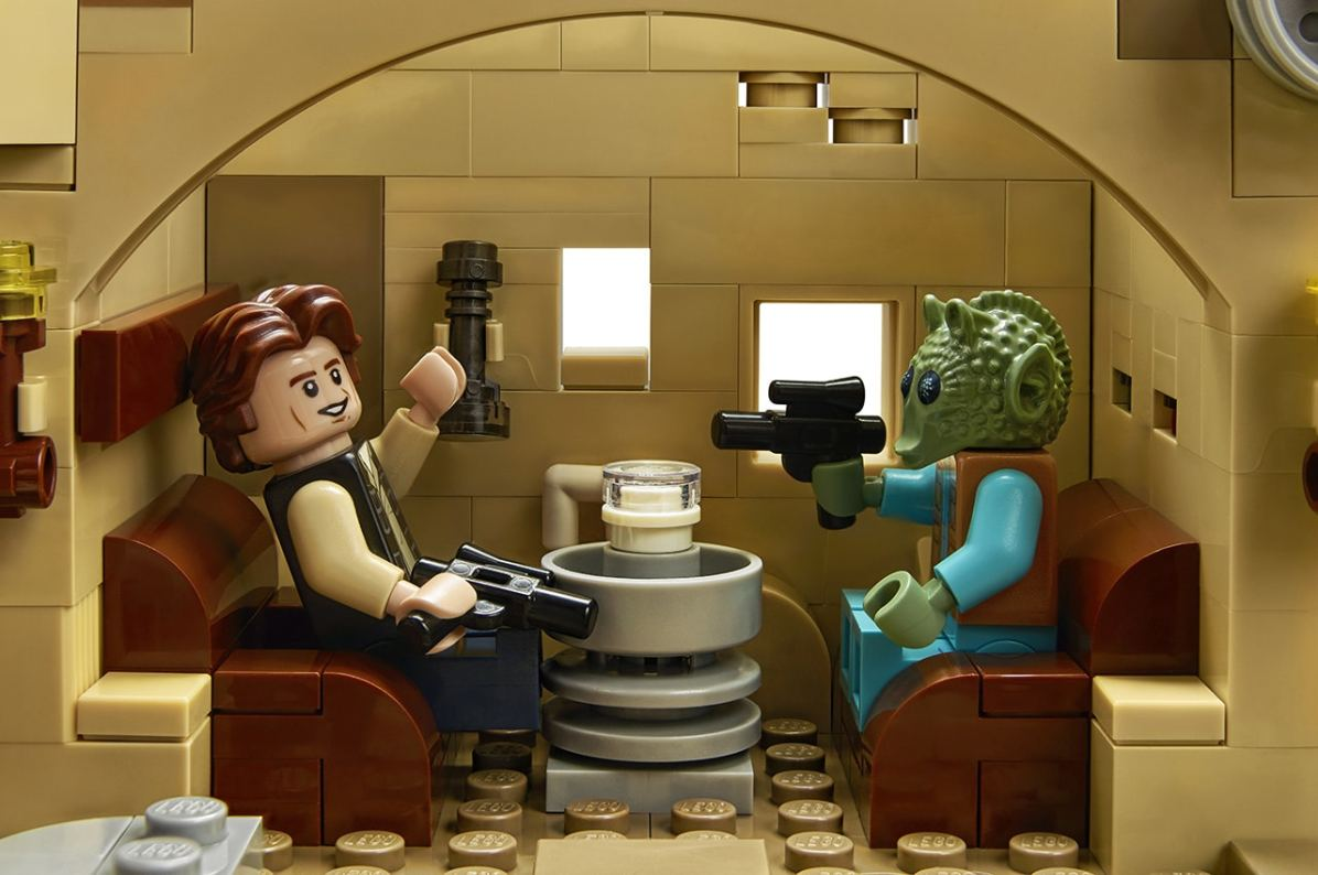 star-wars-mos-eisley-cantina-lifestyle-han-solo-greedo