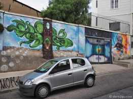 Street Art Valparaiso: mental liberation to infinity (full wall)