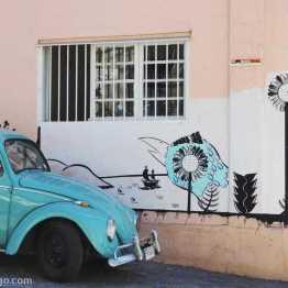 colour coordinated Valparaiso: beetle & streetart