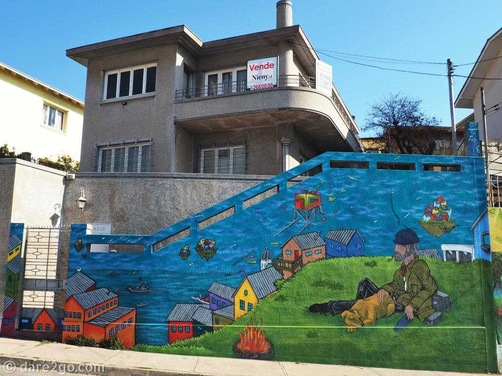 Valparaiso's amazing StreetArt on this self-guided walk