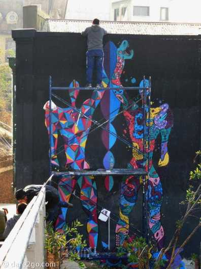 Valparaiso StreetArt: a new large piece getting finished near the Museo de Bellas Artes