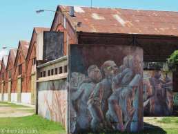 StreetArt in Argentina: we found this mural in Gualeguaychu, covering an amenities block. We are almost certain that it was done by the same artist as the one in Bs.As. on Avenida Paseo Colon.