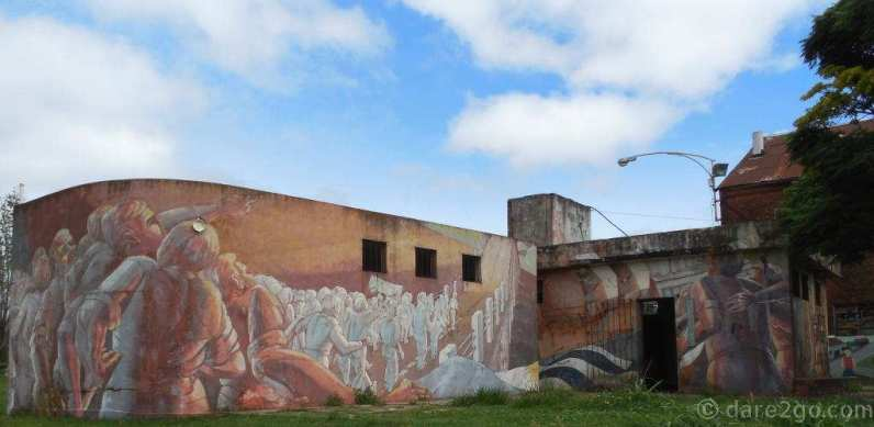 StreetArt in Argentina: the other side of a large mural covering an amenities block in Gualeguaychu.