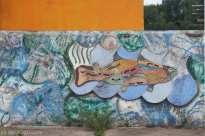 Three-dimensional mural, with a fish in the centre, on the wall outside of the San Gregorio police station.