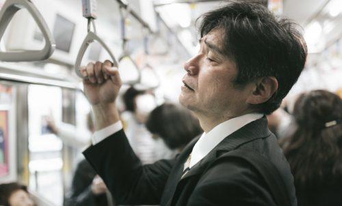 ゲッ、最悪!通勤電車で遭遇した、ドン引きおじさんの特徴6つ
