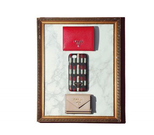 ドラマティックな赤を効かせたPRADAのちい財布【クリスマスプレゼント2018】