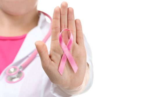 乳がんになりやすい人の特徴・行動は?出産、飲酒、喫煙、遺伝子…リスクを上げる要因と対処法【医師監修】