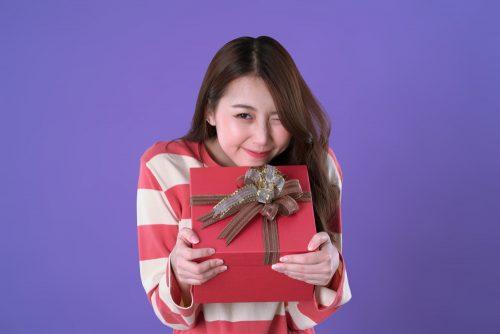 女子がガチで贈られたいクリスマスプレゼント、8位に「ネックレス」…1位は意外なアレでした!