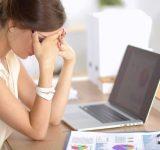 9割の女性が「仕事の悩みがある」悩みトップ3「給与」「上司・同僚との人間関係」 あとひとつは…