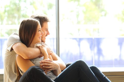 夫婦円満の秘訣は何?3位は「経済的余裕」、1位はやっぱり「思いやり」