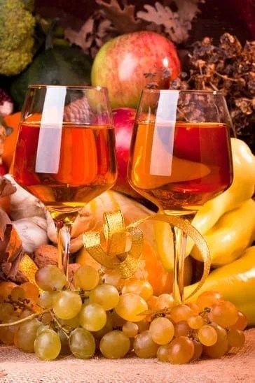 Thanksgiving or harvest fal seasonl cornucopia setting