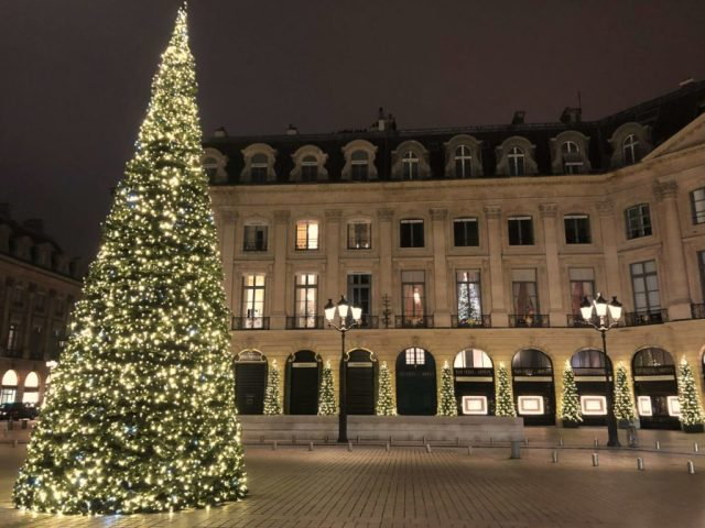 Place Vendome Christmas tree scaled e1575023359833 1024x768 - 5 Tips als je de kerstsfeer wilt proeven in Parijs