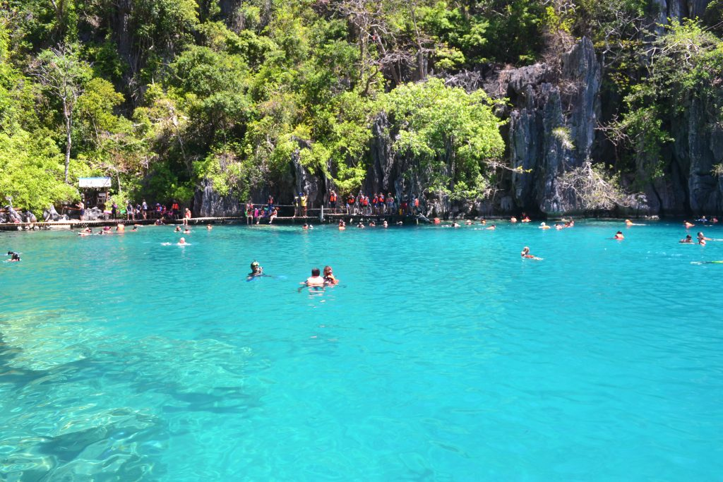 Blue water of Kayangan Lake