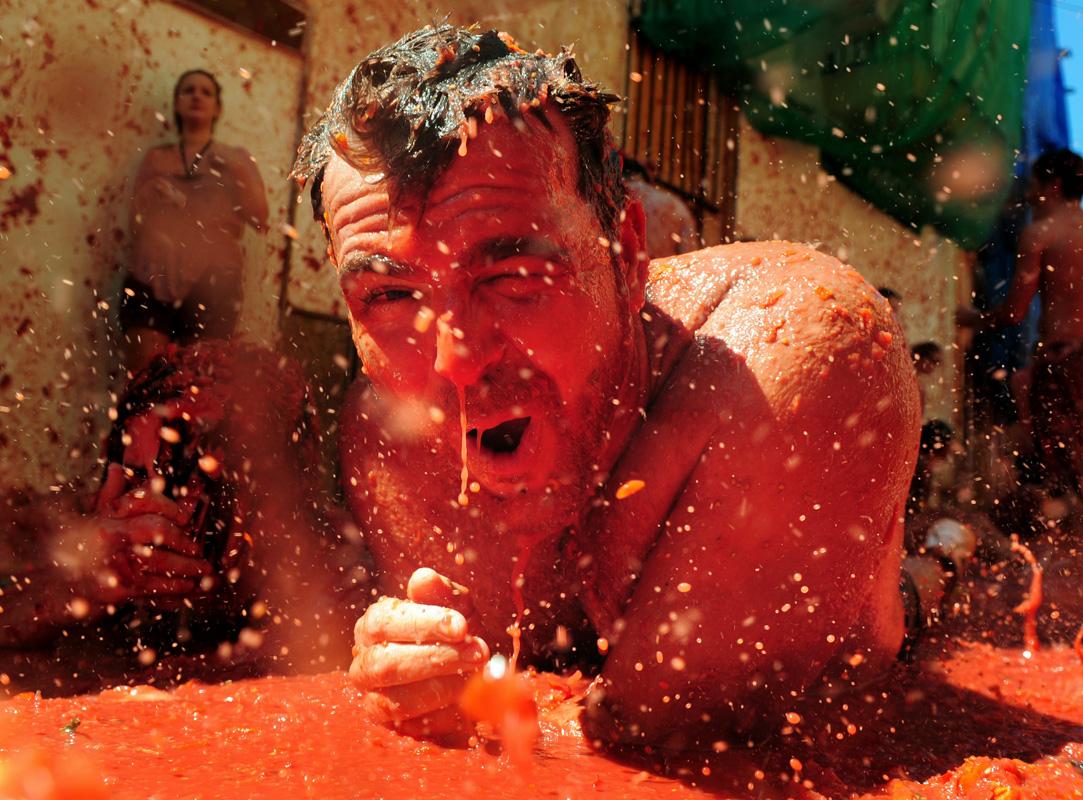 La Tomatina 20 000 People 130 Tons Of Tomatoes 1 Big Food Fight