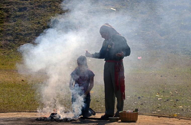 Майя шаманы выполняют ритуал очищения в Гватемале во время празднования 21 декабря концу майя цикла, известного как 13-го бактуна.  В то время как некоторые предсказывают конец 13-го бактуна будет совпадать с апокалипсисом, другие говорят, что дата знаменует собой начало новой эры майя.  (Johan Ордоньес / AFP / Getty Images)