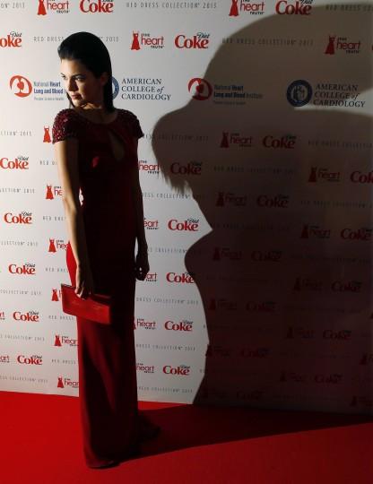 Телевизор Кендалл Дженнер личности прибывает до Heart Truth Red Dress в коллекции показе мод в Нью-Йорке.  (Carlo Allegri / Reuters)