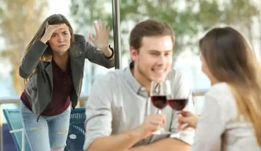 しつこい元カノを上手く交わすには?別れても絡む女性の心理を解説
