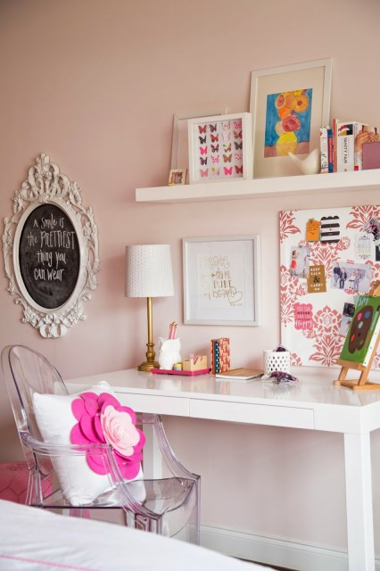tween girl bedroom pink and coral colors, wallpaper