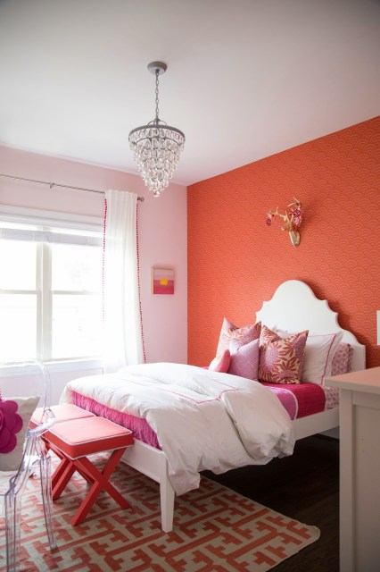 tween girl bedroom, tween girl coral and pink bedroom, gift bedroom, caitlin wilson pillows, serena and lily wallpaper