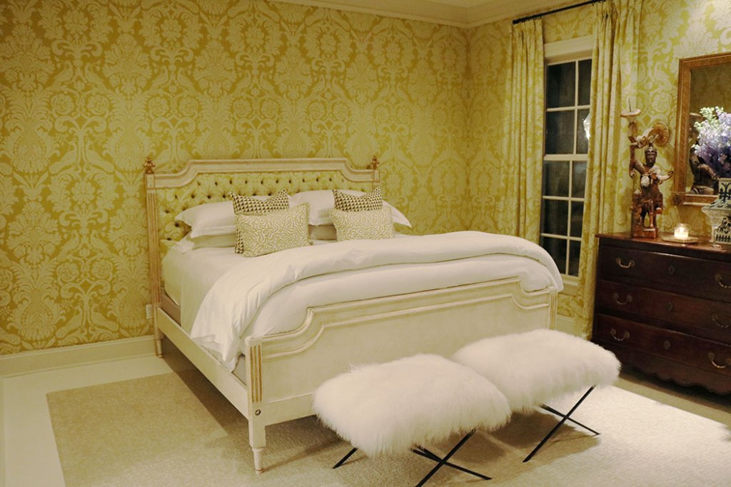 at-home-with-amy-howard-guest-room