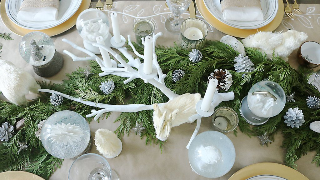 christmas-table-decorations-greenery