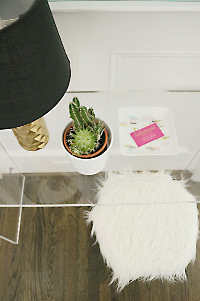 DIY-ikea-hack-white-fur-stool-top