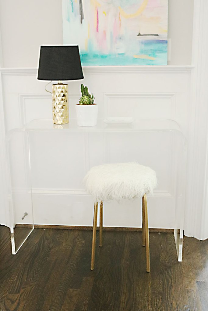 DIY-ikea-hack-white-fur-stool