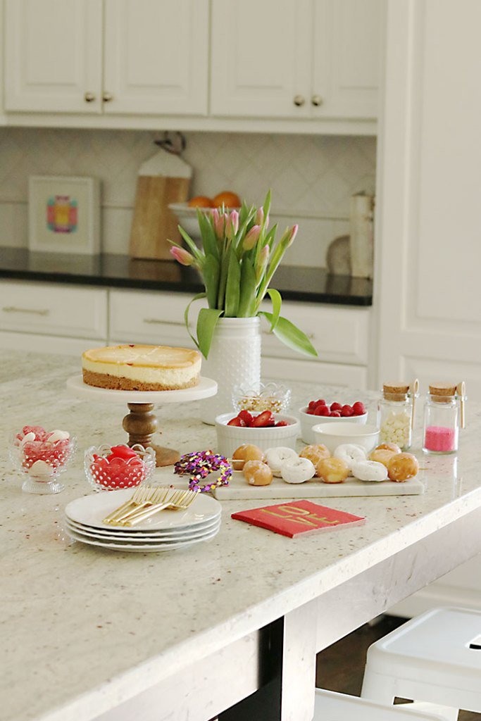 Valentine-party-cheesecake-and-doughnuts