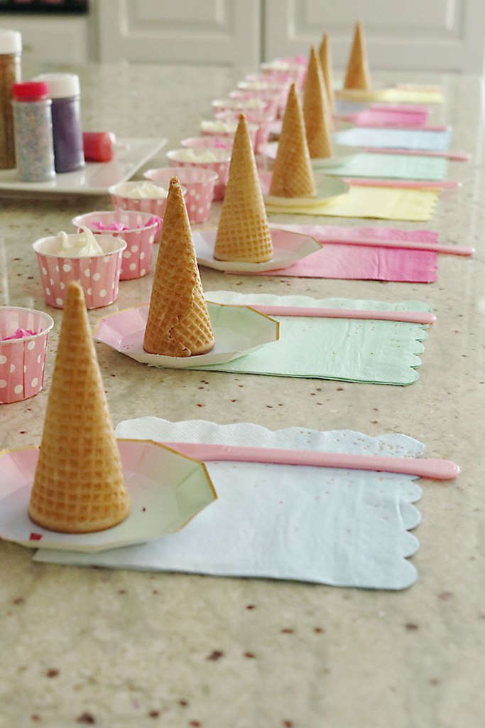 unicorn-birthday-party-sugar-cone-decorating