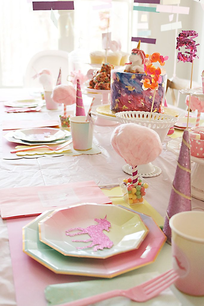 unicorn-birthday-party-with-cotton-candy-table