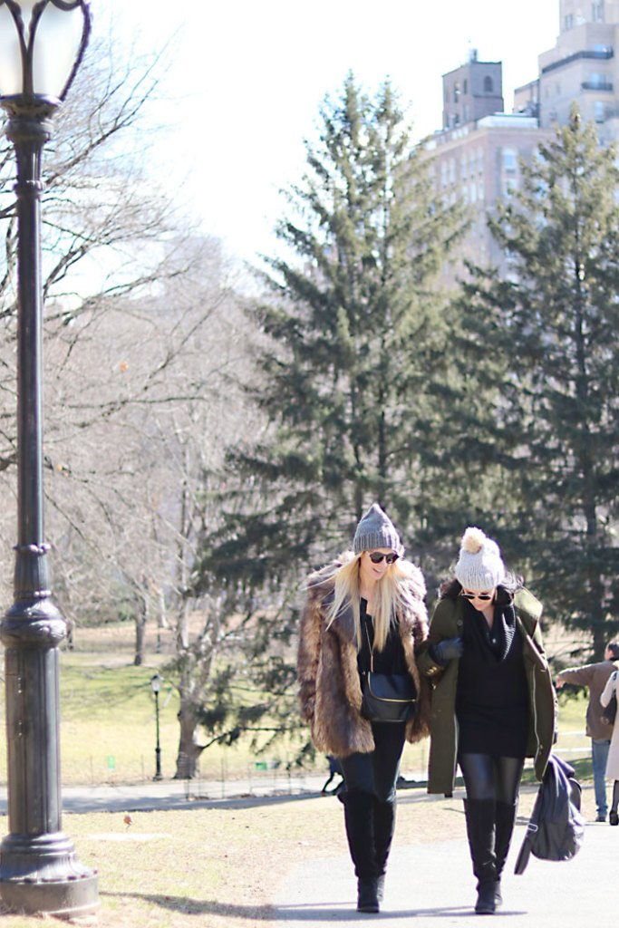 new-york-fashion-central-park-walking