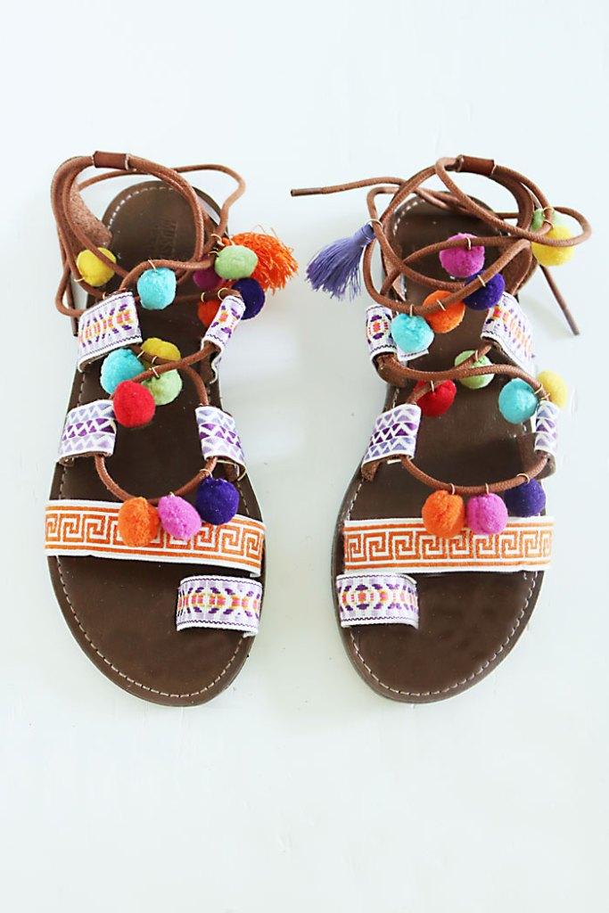 DIY-pom-pom-sandal-