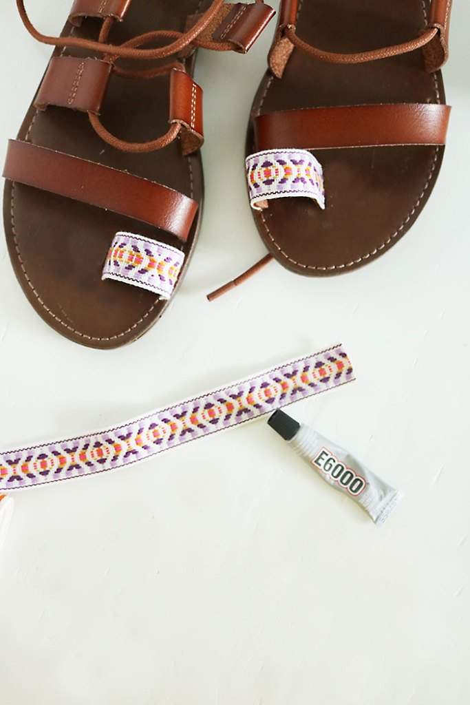 DIY-pom-pom-sandals-ribbon